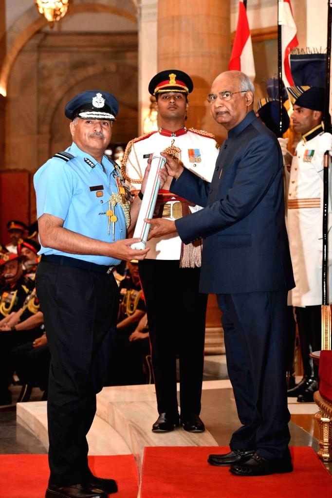 President Ram Nath Kovind confers Param Vishisht Seva Medal (PVSM) - Gallantry Awards on Air Marshal Raghunath Nambiar during the 2019 Defence Investiture Ceremony- I at Rashtrapati ... - Nath Kovind