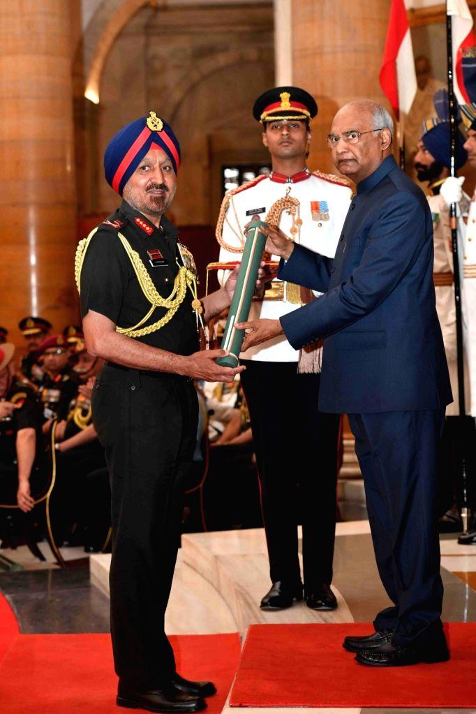 President Ram Nath Kovind confers Param Vishisht Seva Medal (PVSM) - Gallantry Awards on Lieutenant General Surender Singh during the 2019 Defence Investiture Ceremony- I  at Rashtrapati ... - Nath Kovind and General Surender Singh