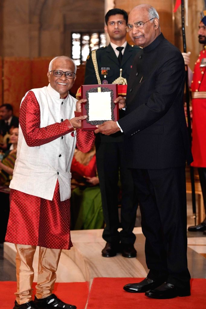 President Ram Nath Kovind confers Sangeet Natak Akademi Award 2017 on folk artist Prakash Khandge during a special investiture ceremony at Rashtrapati Bhawan in New Delhi on Feb 6, 2019. - Prakash Khandge and Nath Kovind