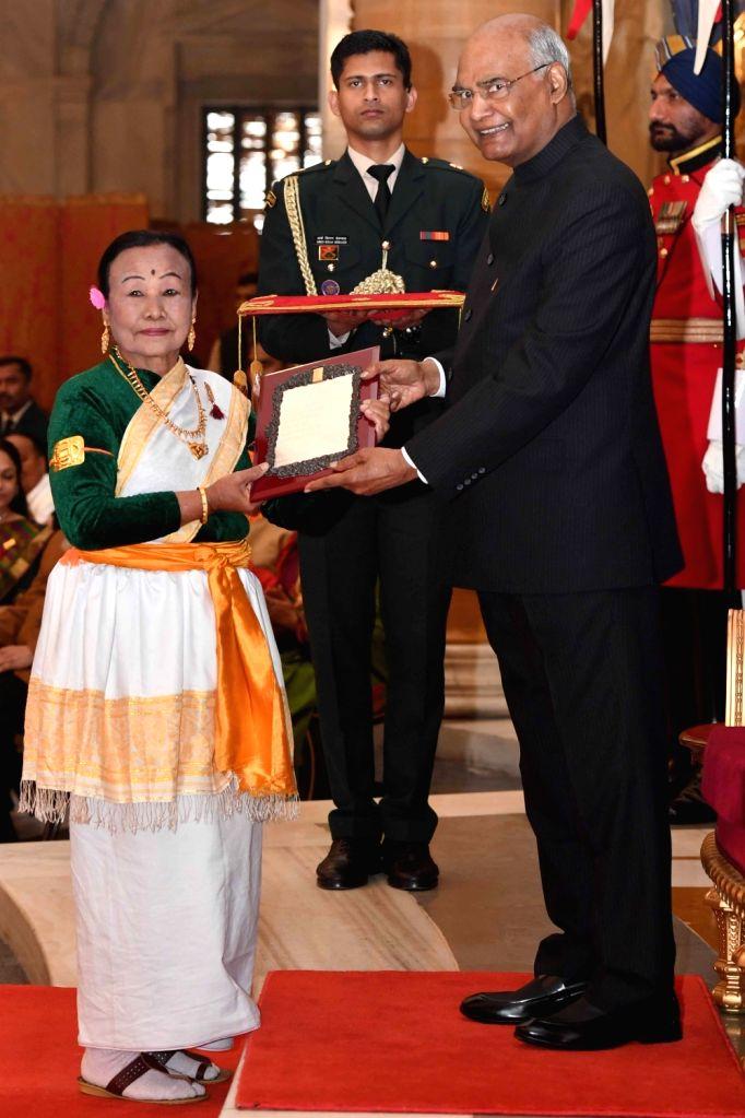 President Ram Nath Kovind confers Sangeet Natak Akademi Award 2017 on Manipuri dancer L.N. Oinam Ongbi Dhoni Devi during a special investiture ceremony at Rashtrapati Bhawan in New Delhi ... - Nath Kovind