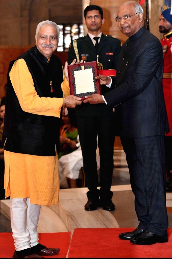President Ram Nath Kovind confers Sangeet Natak Akademi Award 2017 on actor Avtar Sahani during a special investiture ceremony at Rashtrapati Bhawan in New Delhi on Feb 6, 2019. - Avtar Sahani and Nath Kovind