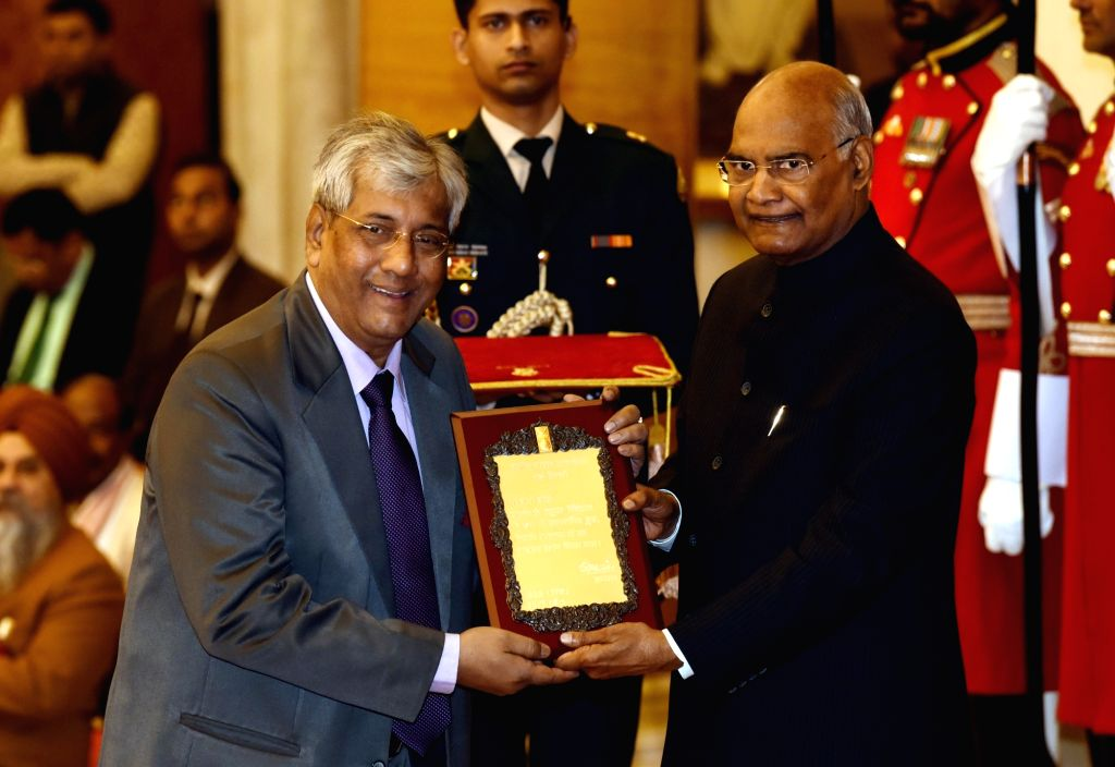 President Ram Nath Kovind confers Sangeet Natak Akademi Award 2017 on theatre director Bapi Bose during a special investiture ceremony at Rashtrapati Bhawan in New Delhi on Feb 6, 2019. - Bapi Bose and Nath Kovind