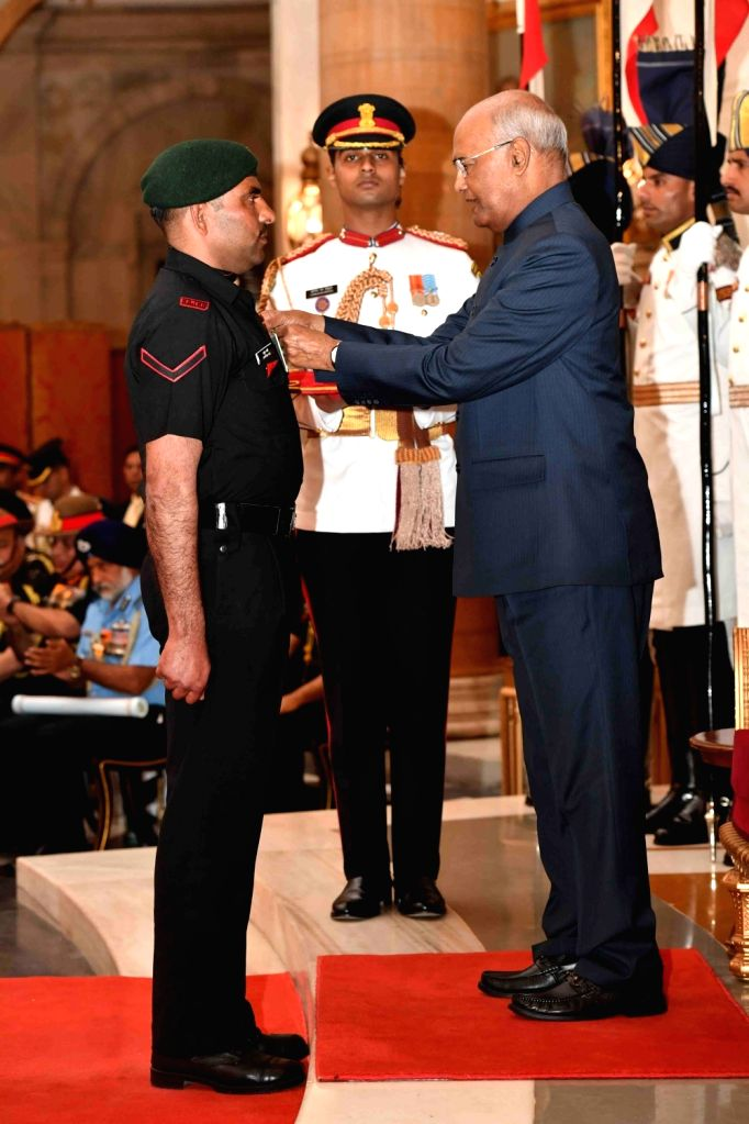 President Ram Nath Kovind confers Shaurya Chakra - Gallantry Awards on Rashtriya Rifles, 9th Batallion, Rajputana Rifles Lance Naik Ayyub Ali during the 2019 Defence Investiture Ceremony- ... - Nath Kovind