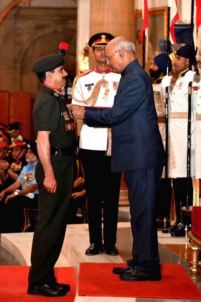 President Ram Nath Kovind confers Shaurya Chakra - Gallantry Awards on Maratha Light Infantry regiment, 15th Battalion, Naib Subedar Vijay Kumar Yadav during the 2019 Defence Investiture ... - Nath Kovind