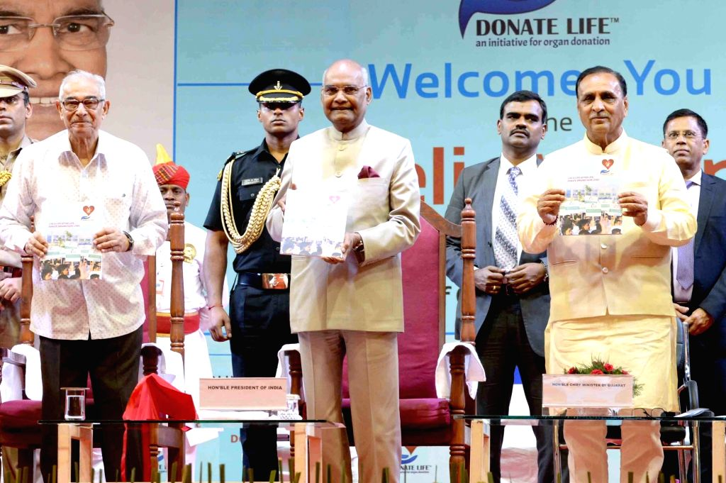 President Ram Nath Kovind, Gujarat Governor Om Prakash Kohli and Chief Minister Vijay Rupani during a programme organised to felicitate the family members of cadaver organ donors, in Surat on ... - Vijay Rupani, Nath Kovind and Prakash Kohli