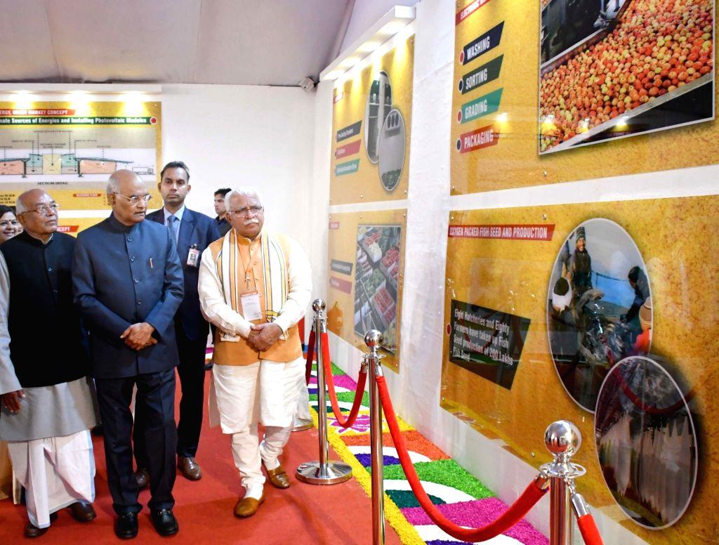 President Ram Nath Kovind, Haryana Governor Satyadeo Narain Arya and Chief Minister Manohar Lal Khattar visits an exhibition on the 4th Agri ership Summit - 2019 in Haryana's Sonipat, on ... - Manohar Lal Khattar and Nath Kovind