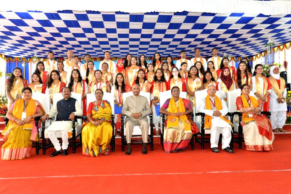 President Ram Nath Kovind, his wife Savita Kovind, Jharkhand Governor Draupadi Murmu and Chief Minister Raghubar Das at the 33rd Convocation of Ranchi University, on Sep 30, 2019. - Raghubar Das and Nath Kovind