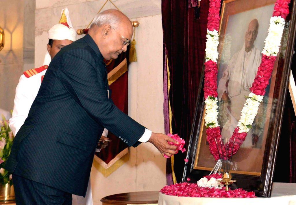 President Ram Nath Kovind pay tributes to the country's first Home Minister Sardar Vallabhbhai Patel on his birth anniversary at Rashtrapati Bhavan in New Delhi, on Oct 31, 2018. - Sardar Vallabhbhai Patel and Nath Kovind