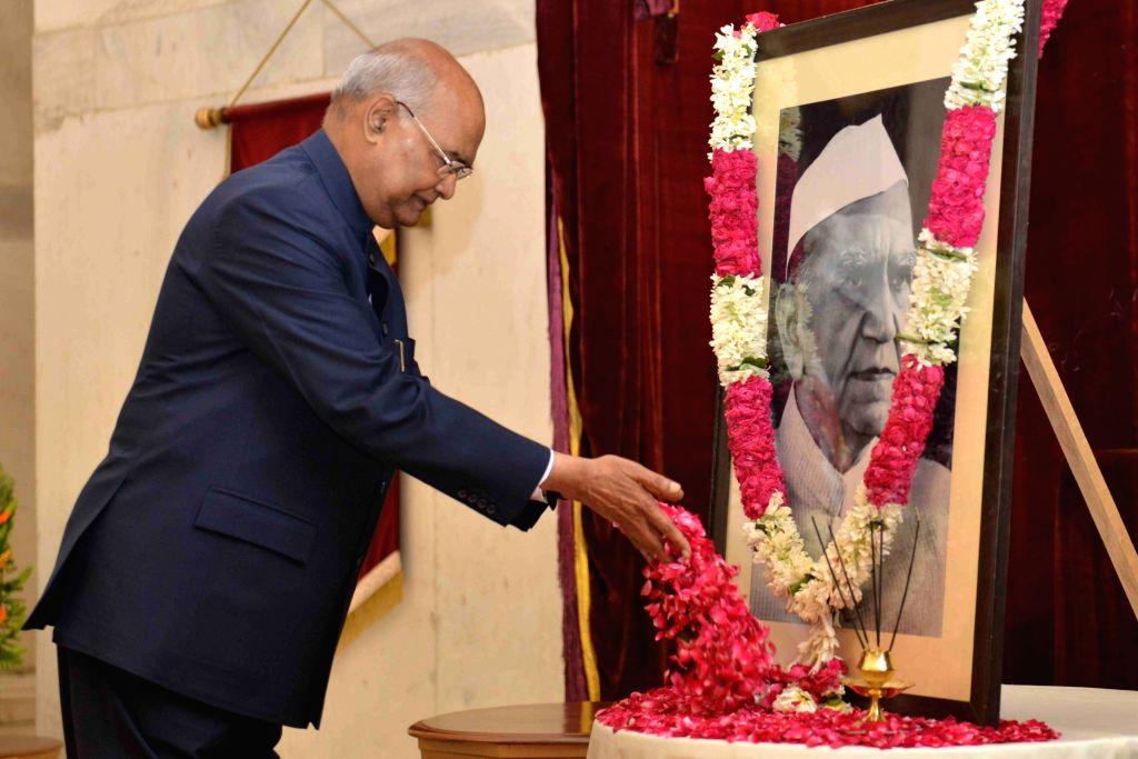 President Ram Nath Kovind pays floral tributes to Former President of India Fakhruddin Ali Ahmed on his birth anniversary at Rashtrapati Bhavan, in New Delhi on May 13, 2019. - Nath Kovind