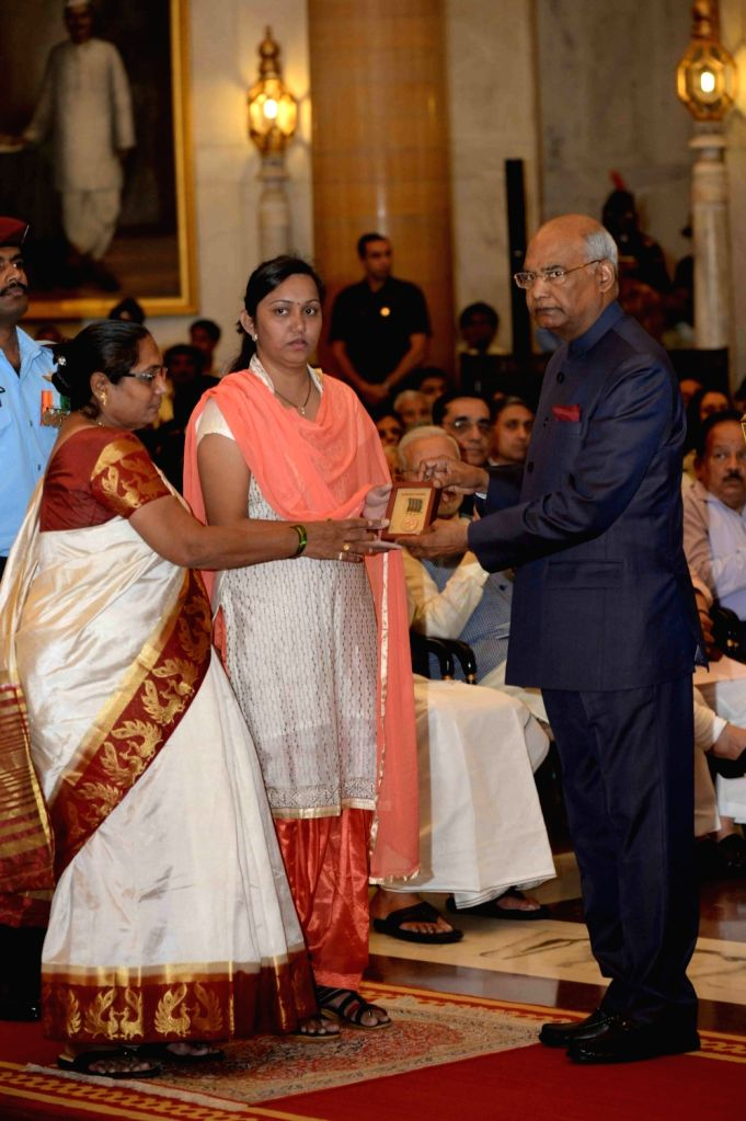 President Ram Nath Kovind presents Shaurya Chakra (Posthumous) to Mother and wife of Sergant Khairnar Milind Kishor during Defence Investiture - I at Rashtrapati Bhavan in New Delhi, on ... - Nath Kovind