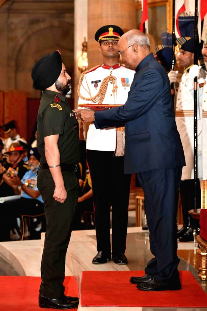 President Ram Nath Kovind presents Shaurya Chakra to Captain Kaninder Paul Singh, Rajput Regiment, 44th Batallion, Rashtriya Rifles during the Defence Investiture Ceremony - I at ... - Kaninder Paul Singh and Nath Kovind