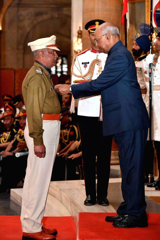 President Ram Nath Kovind presents Shaurya Chakra to Head Constable A. S. Krishna, 45 Batallion, CRPF during the Defence Investiture Ceremony - I at Rashtrapati Bhavan in New Delhi, on ... - Nath Kovind