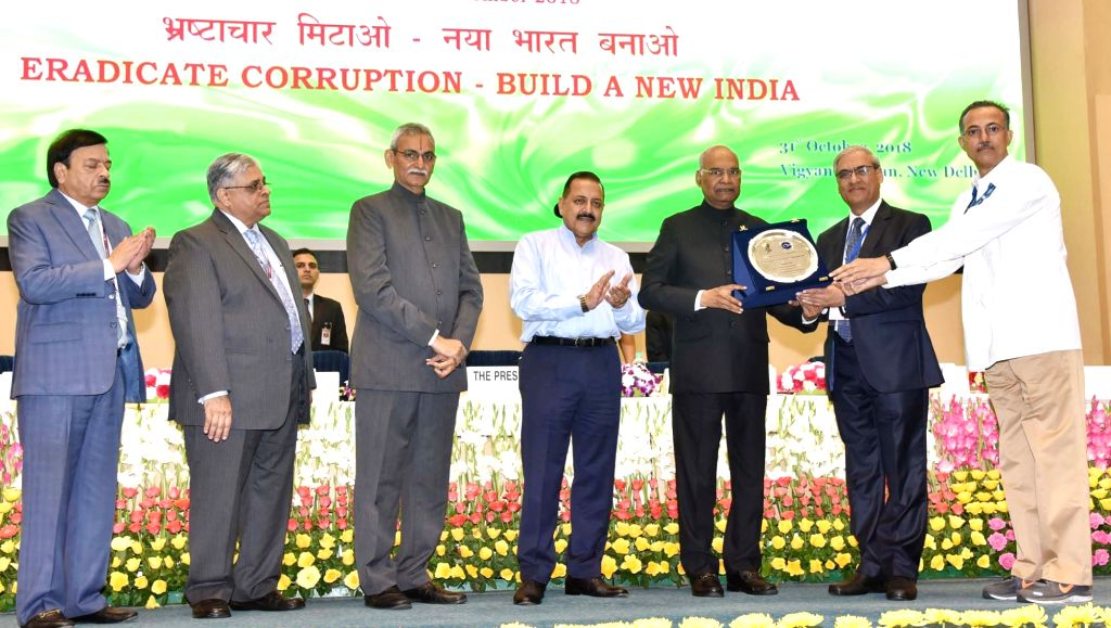 """President Ram Nath Kovind presents the """"Vigilance Excellence Awards"""" at a programme on Vigilance Awareness Week 2018, organised by the Central Vigilance Commission (CVC) in New ... - Nath Kovind and Jitendra Singh"""