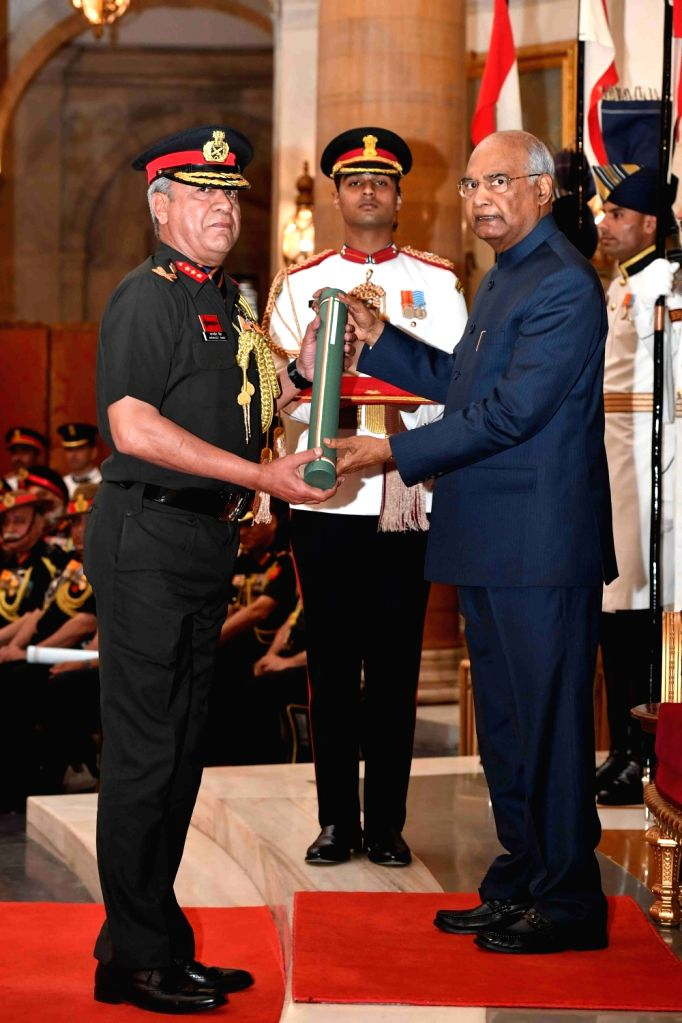 President Ram Nath Kovind presents Uttam Yudh Seva medal to Lieutenant General Saranjeet Singh during the Defence Investiture Ceremony - I at Rashtrapati Bhavan in New Delhi, on March 14, ... - Nath Kovind and General Saranjeet Singh