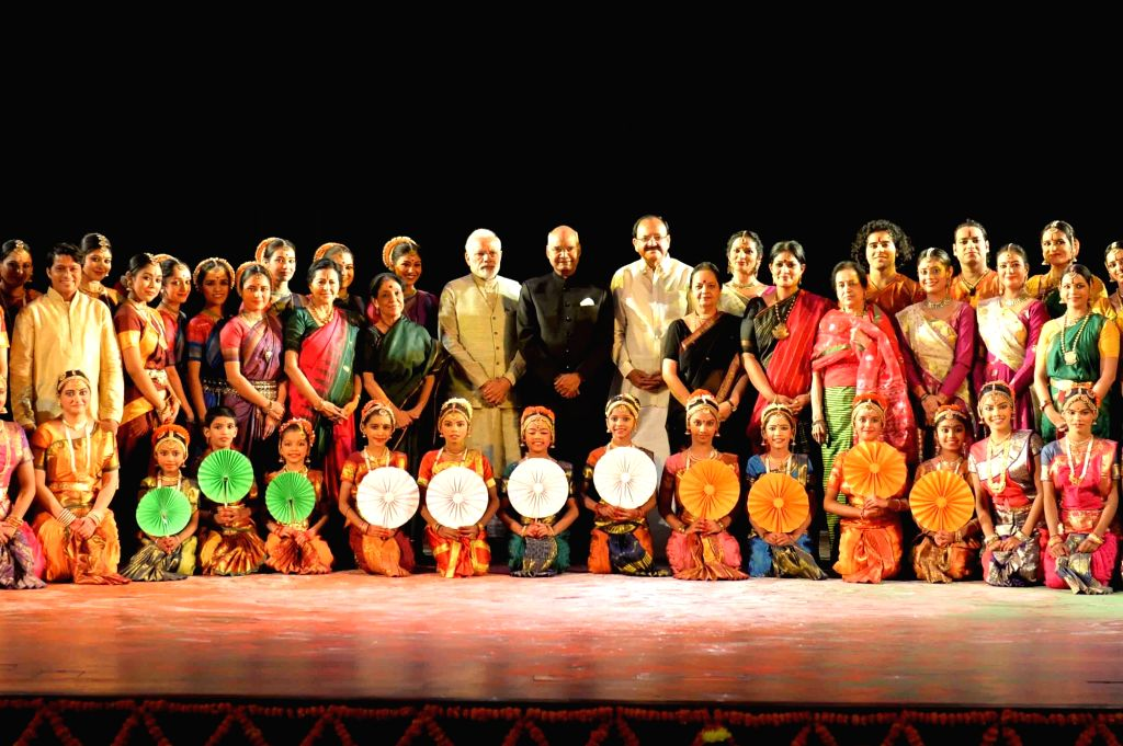 President Ram Nath Kovind, Vice President M. Venkaiah Naidu and Prime Minister Narendra Modi with artistes after witnessing a cultural programme, presented by Madhavi Mudgal, Saroja ... - Narendra Modi, M. Venkaiah Naidu and Nath Kovind