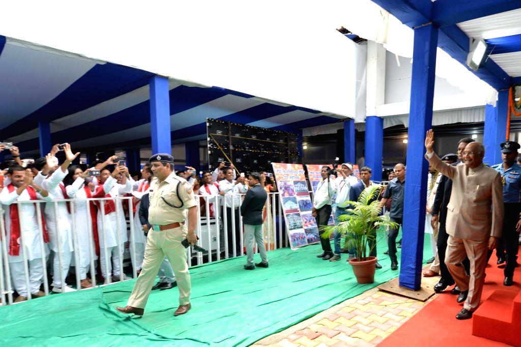 President Ram Nath Kovind waves at students as he arrives at the 33rd Convocation of Ranchi University, on Sep 30, 2019. - Nath Kovind