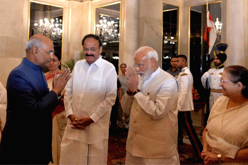President Ram Nath Kovind with Prime Minister Narendra Modi, Vice President M. Venkaiah Naidu and Lok Sabha Speaker Sumitra Mahajan during a banquet hosted by him for the outgoing Union ... - Narendra Modi, M. Venkaiah Naidu, Nath Kovind and Sumitra Mahajan