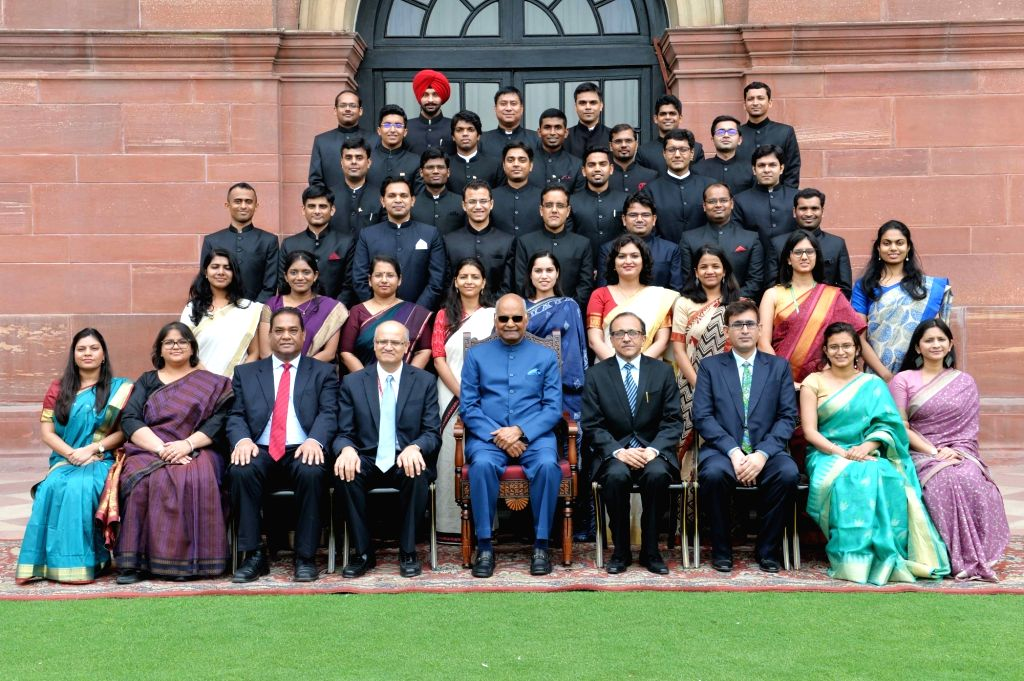President Ram Nath Kovind with the 2017 batch Officer Trainees of Indian Foreign Service (IFS) from Foreign Service Institute, at Rashtrapati Bhavan in New Delhi on June 6, 2018. - Nath Kovind