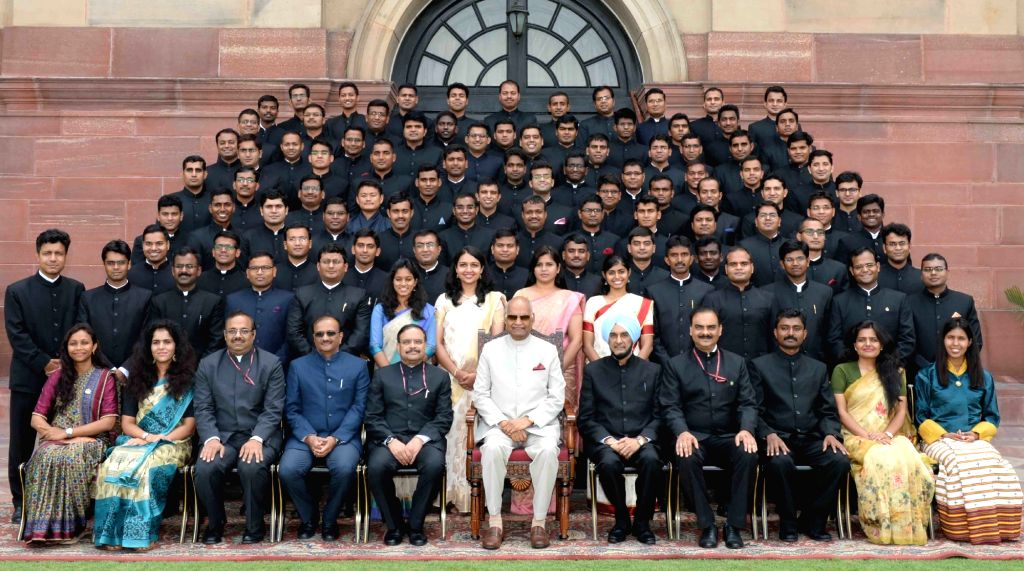 President Ram Nath Kovind with the probationers of the Indian Forest Service (2017 batch) from Dehradun's Indira Gandhi National Forest Academy, at Rashtrapati Bhavan, in New Delhi on July ... - Nath Kovind