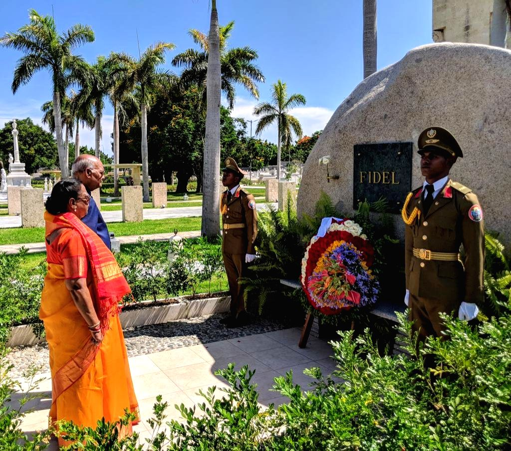 President Ramnath Kovind offering homage to Castro on his memorial in Cuba