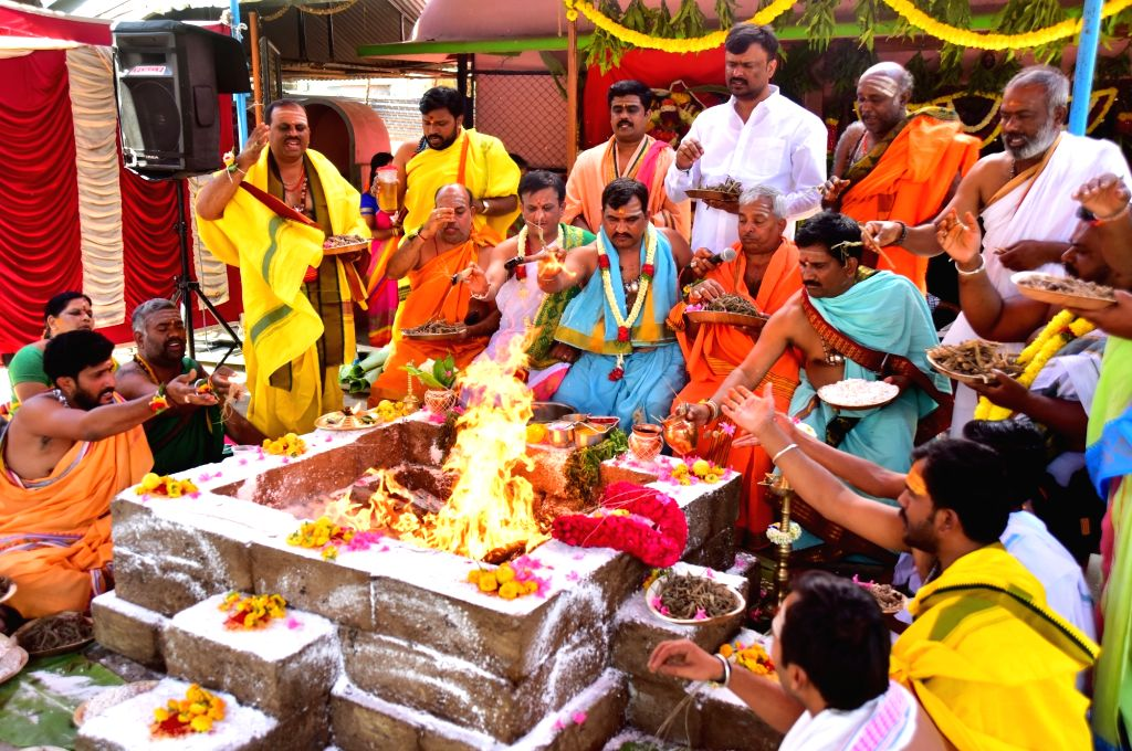 Priests perform rituals to pray for COVID-19 (coronavirus) victims, in Bengaluru on March 18, 2020.