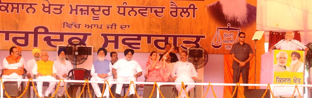 Prime Minister and BJP leader Narendra Modi addresses at 'Kisan Kalyan Rally' in Malout of Punjab's Muktsar district on July 11, 2018. Also seen Haryana Chief Minister Manohar Lal Khattar, ... - Manohar Lal Khattar, Narendra Modi, Parkash Singh Badal, Sukhbir Singh Badal and Harsimrat Kaur Badal