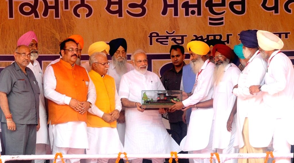 Prime Minister and BJP leader Narendra Modi being felicitated at 'Kisan Kalyan Rally'in Malout of Punjab's Muktsar district on July 11, 2018. - Narendra Modi