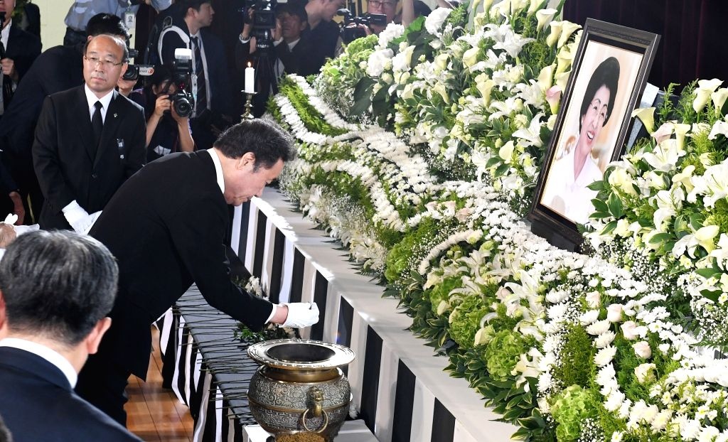 Prime Minister Lee Nak-yon burns incense during a funeral ceremony at the National Cemetery in Seoul on June 14, 2019, to pay tribute to Lee Hee-ho, the widow of former President Kim Dae-jung. ... - Lee Nak