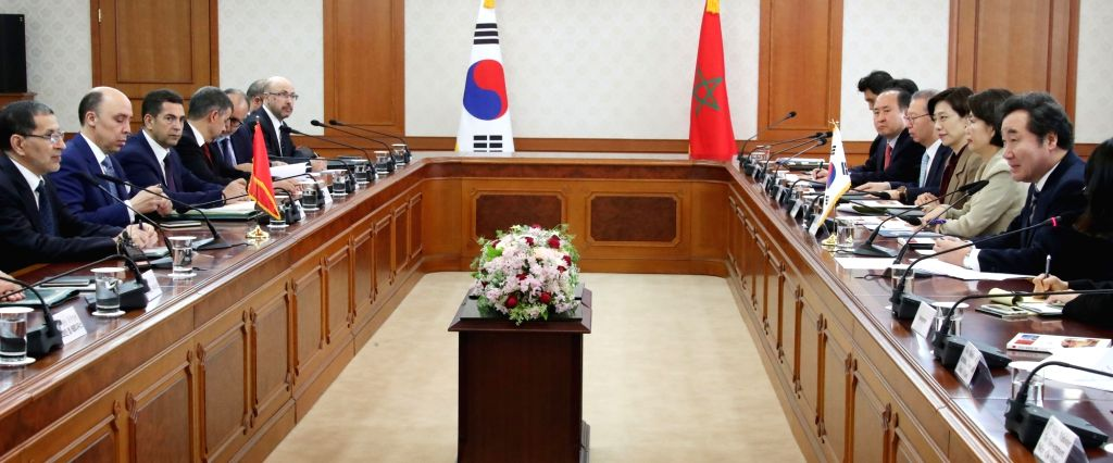 Prime Minister Lee Nak-yon (R) holds talks with his Moroccan counterpart Saad Eddine El Othmani (L) in Seoul on May 21, 2018. El Othmani is on a five-day visit at Lee's invitation, during ... - Lee Nak