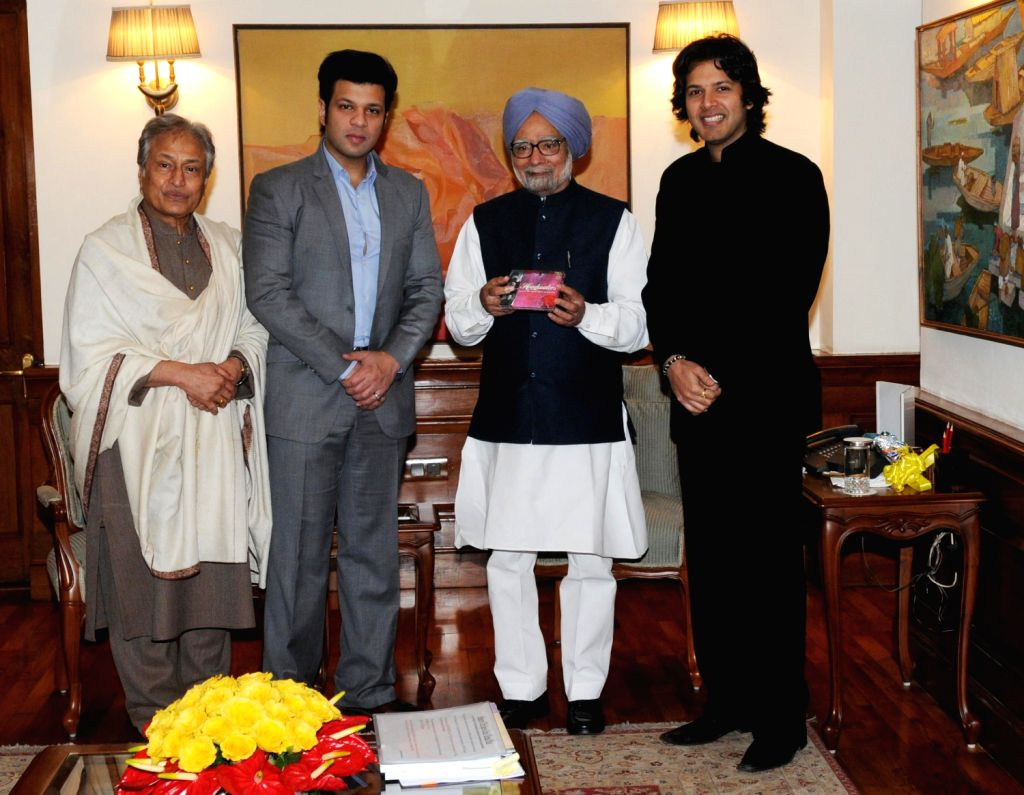 Prime Minister Mammohan Singh releases Amaan Ali Khan and Ayaan Ali Khan`s new album HEADWATERS in presence of Ustad Amjad Ali Khan in New Delhi on Dec. 21, 2013. - Amaan Ali Khan and Ayaan Ali Khan