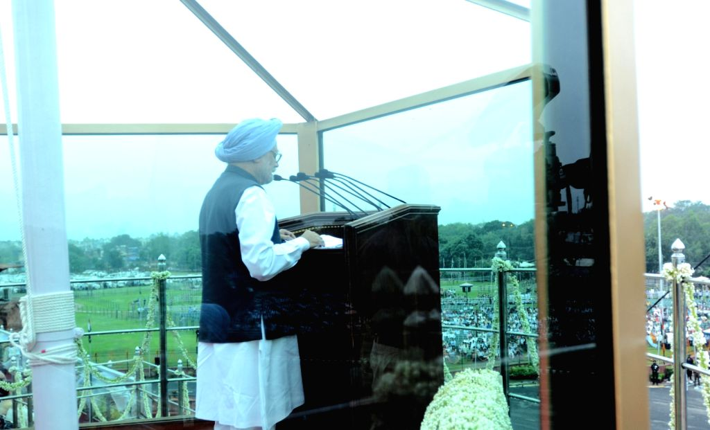 Prime Minister, Manmohan Singh addressing the Nation on the occasion of 67th Independence Day from the ramparts of Red Fort, in Delhi on August 15, 2013. (Photo::: IANS)