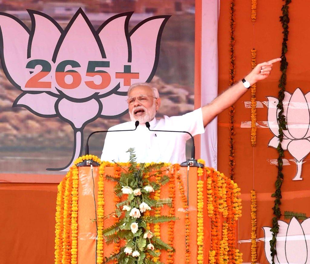 Prime Minister Narendra Modi adddresses Parivartan Maharally in Mahoba, Uttar Pradesh on Oct 24, 2016. - Narendra Modi