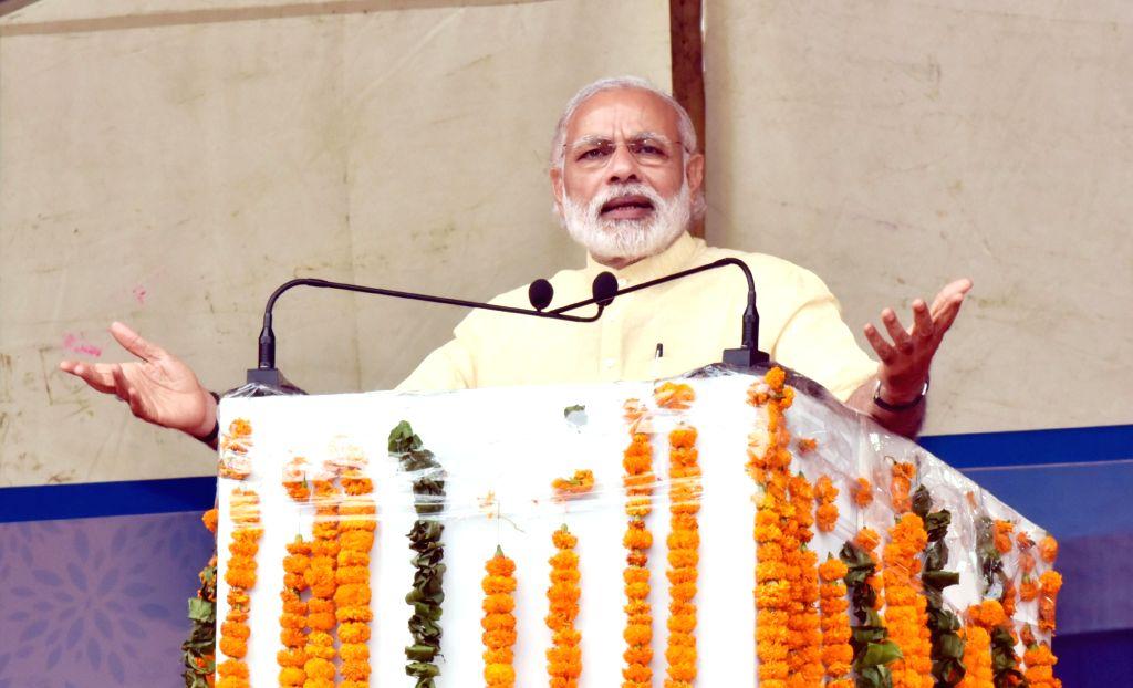 Prime Minister Narendra Modi addresses a public meeting, at Katra, in Jammu and Kashmir on April 19, 2016. - Narendra Modi