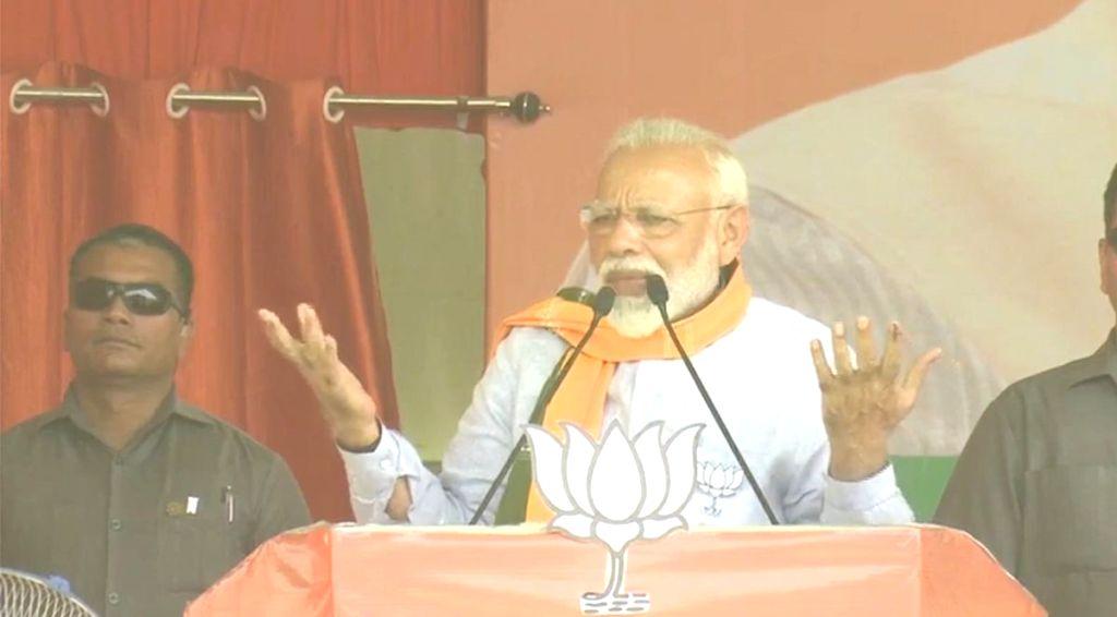 Prime Minister Narendra Modi addresses a public rally in Banda, Uttar Pradesh, on April 25, 2019. - Narendra Modi
