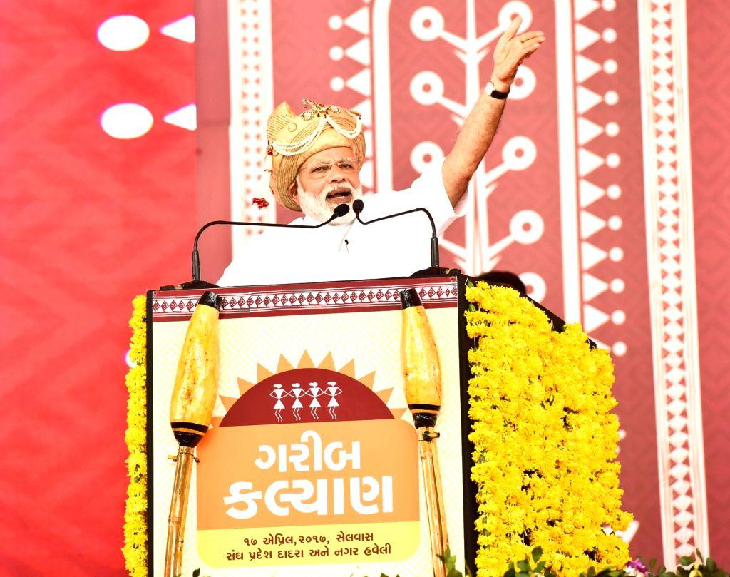 Prime Minister Narendra Modi addresses at a public meeting, in Silvassa, Dadra & Nagar Haveli on April 17, 2017. - Narendra Modi