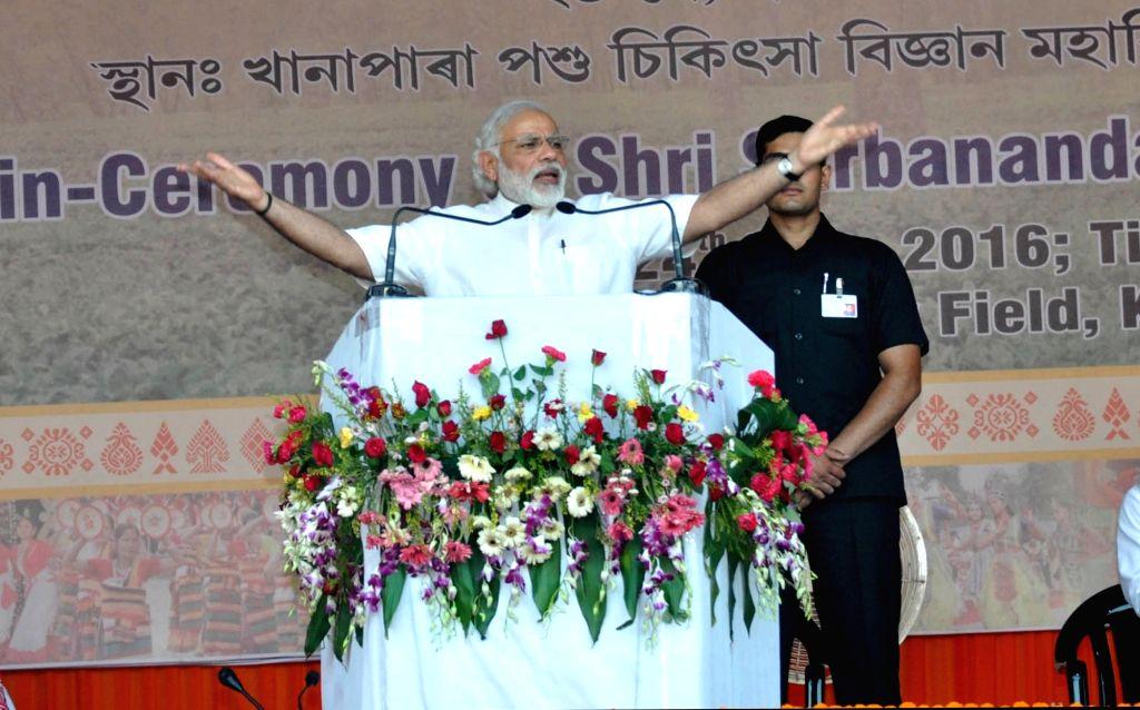 Prime Minister Narendra Modi addresses during BJP leader Sarbananda Sonowal swearing-in ceremony as Assam Chief Minister in Guwahati, on May 24, 2016. - Narendra Modi