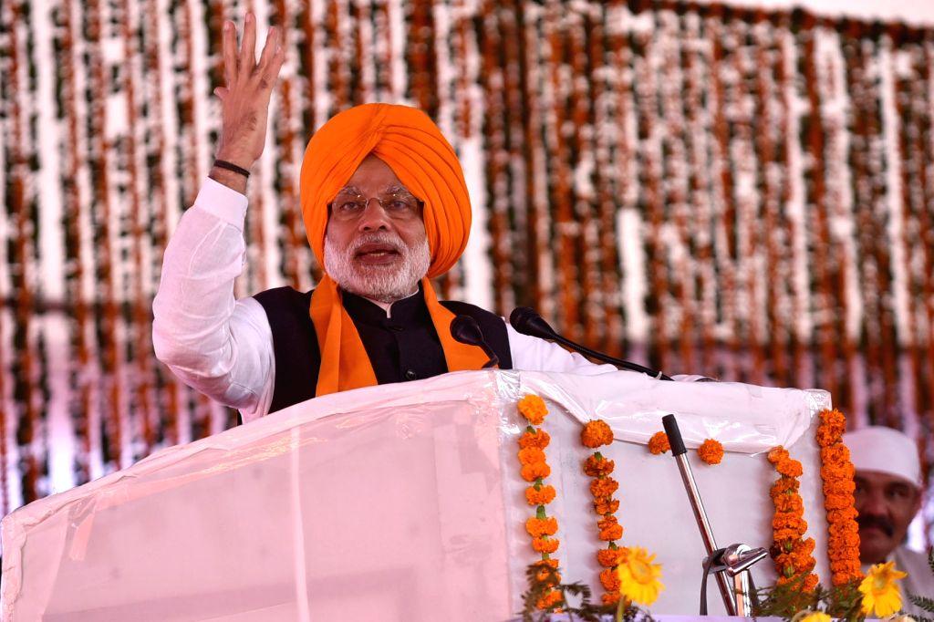 Prime Minister Narendra Modi addressing during a programme to mark 350th birth anniversary celebrations of Guru Gobind Singh in Rupnagar district of Punjab on Nov 25, 2016. - Narendra Modi and Gobind Singh