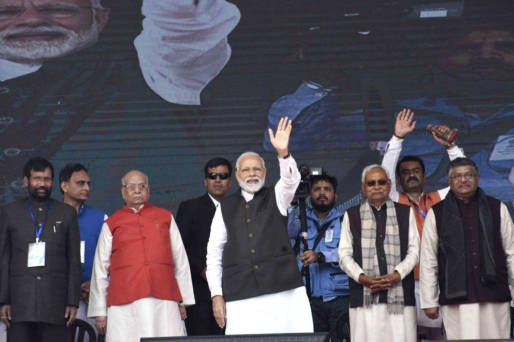 Prime Minister Narendra Modi along with Bihar Governor Lalji Tondon, Chief Minister Nitish Kumar, Union Minister Ramvilas Pasvan and Ravi Shankar Prasad at the inauguration of various ... - Narendra Modi and Nitish Kumar