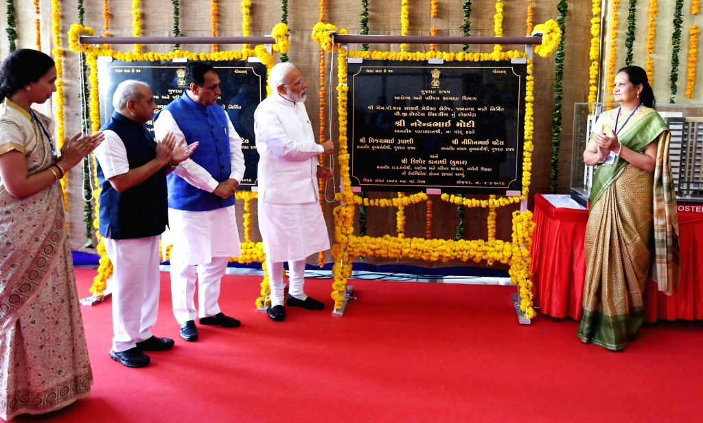 Prime Minister Narendra Modi along with Gujarat Chief Minister Vijay Rupani and Deputy Chief Minister Nitinbhai Patel, inaugurates the new building of Guru Gobind Singh Hospital in ... - Narendra Modi, Nitinbhai Patel and Gobind Singh Hospital