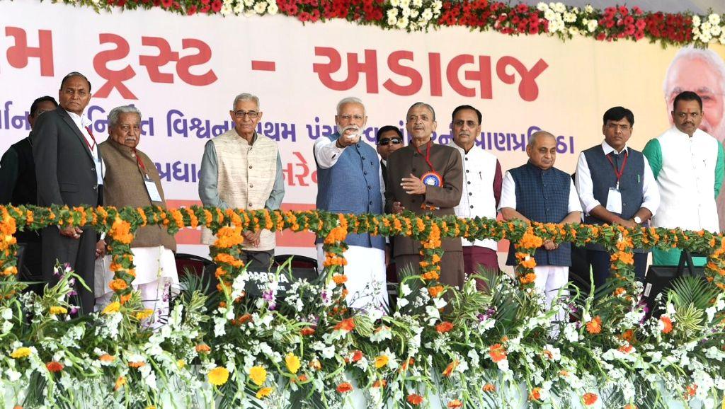 Prime Minister Narendra Modi along with Gujarat Governor OP Kohli, Chief Minister Vijay Rupani and BJP President Jitu Vaghani unveils the plaque to inaugurate Shikshan Bhavan and Vidyarthi ... - Narendra Modi