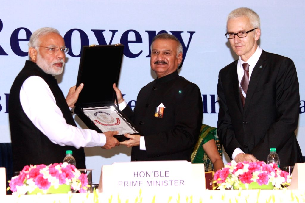 Prime Minister Narendra Modi and  CBI Director Anil Sinha at the Sixth Global Focal Point Conference on Asset Recovery, in New Delhi on Nov 18, 2015. - Narendra Modi and Sinha