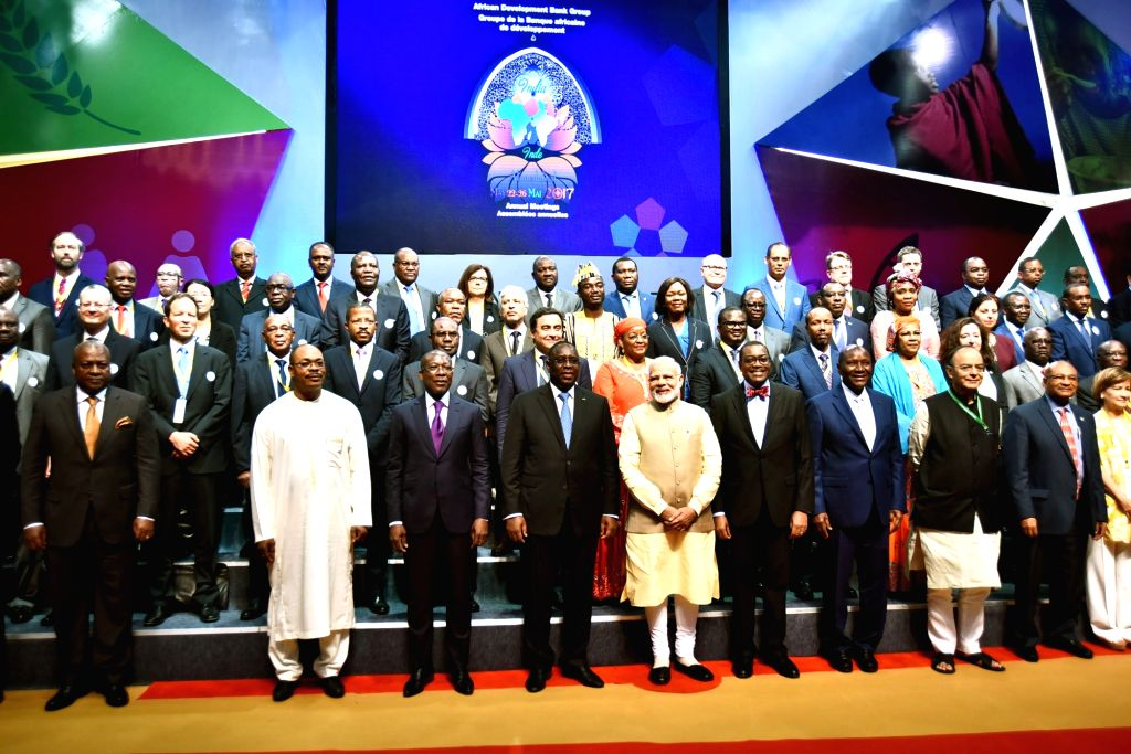 Prime Minister Narendra Modi and Finance Minister Arun Jaitley with foreign delegates at the 52nd African Development Bank Annual meetings, in Gandhinagar, Gujarat on May 23, 2017. - Narendra Modi and Arun Jaitley