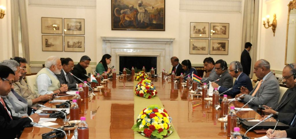 Prime Minister Narendra Modi and Mauritian Prime Minister Pravind Kumar Jugnauth during a delegation level talks, at Hyderabad House, in New Delhi on May 27, 2017. - Narendra Modi and Pravind Kumar Jugnauth