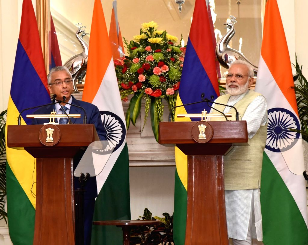 Prime Minister Narendra Modi and Mauritian Prime Minister Pravind Kumar Jugnauth during a Joint Press statement, at Hyderabad House, in New Delhi on May 27, 2017. - Narendra Modi and Pravind Kumar Jugnauth