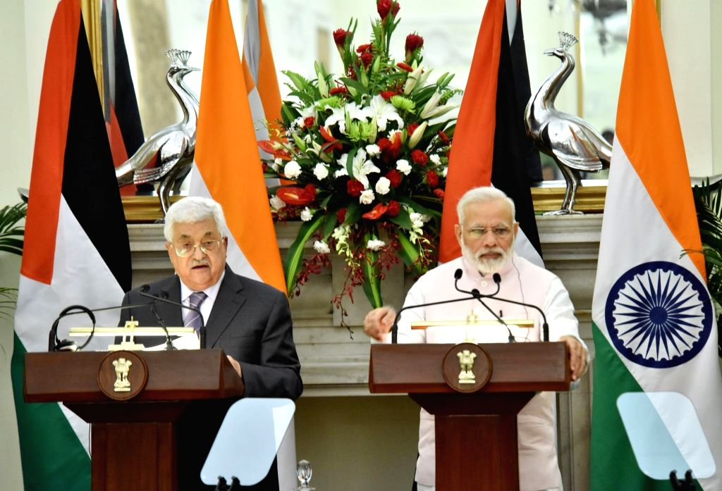 Prime Minister Narendra Modi and Palestine President Mahmoud Abbas at the joint press statement at Hyderabad House in New Delhi on May 16, 2017. - Narendra Modi