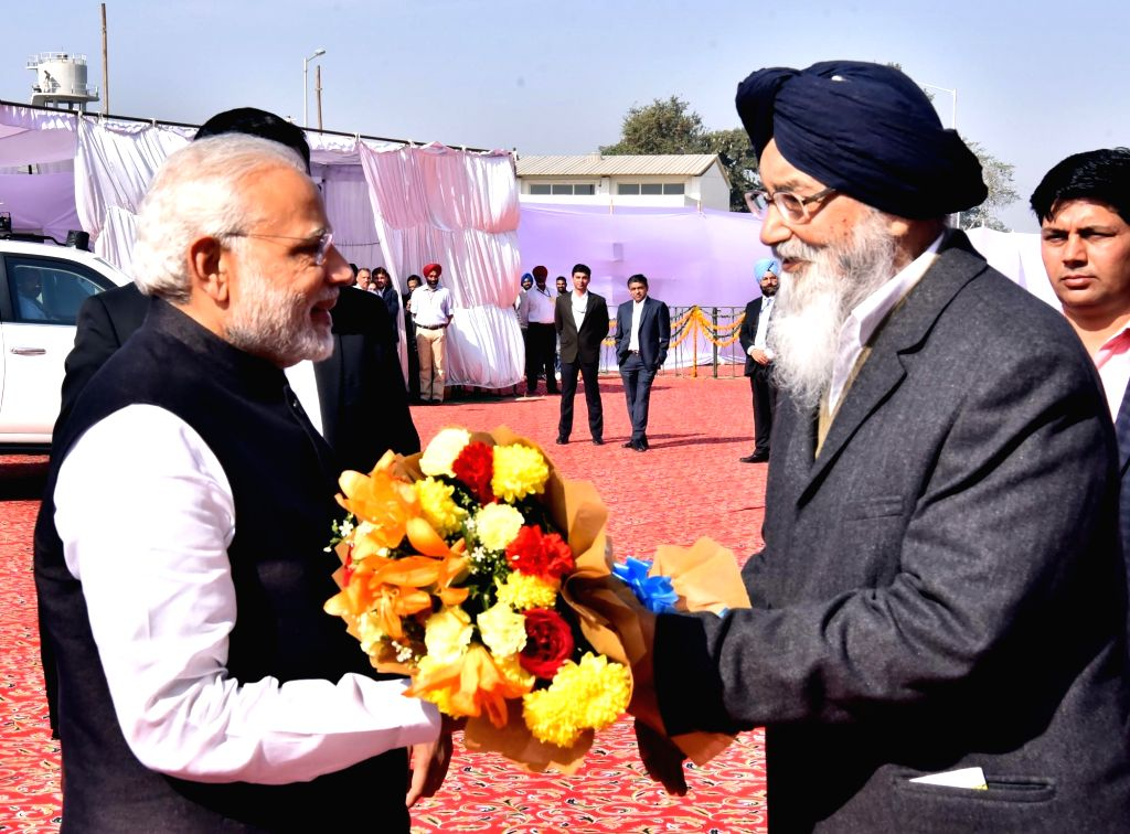 Prime Minister Narendra Modi and Punjab Chief Minister Parkash Singh Badal during the Foundation Stone laying ceremony of All India Institute of Medical Sciences (AIIMS) in Bathinda on Nov ... - Narendra Modi and Parkash Singh Badal