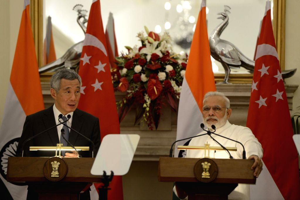 Prime Minister Narendra Modi and Singapore Prime Minister Lee Hsien Loong during a joint press statement at Hyderabad House in New Delhi on Oct 4, 2016. - Narendra Modi