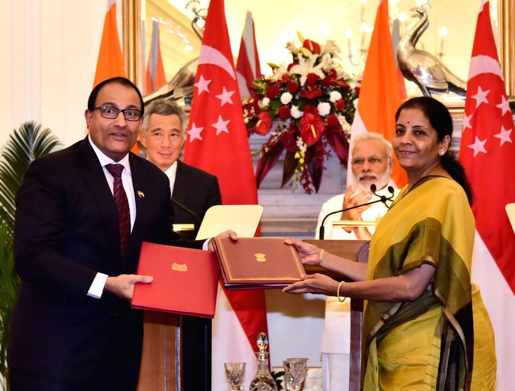 Prime Minister Narendra Modi and Singapore Prime Minister Lee Hsien Loong witness the signing of agreements at Hyderabad House in New Delhi on Oct 4, 2016. - Narendra Modi