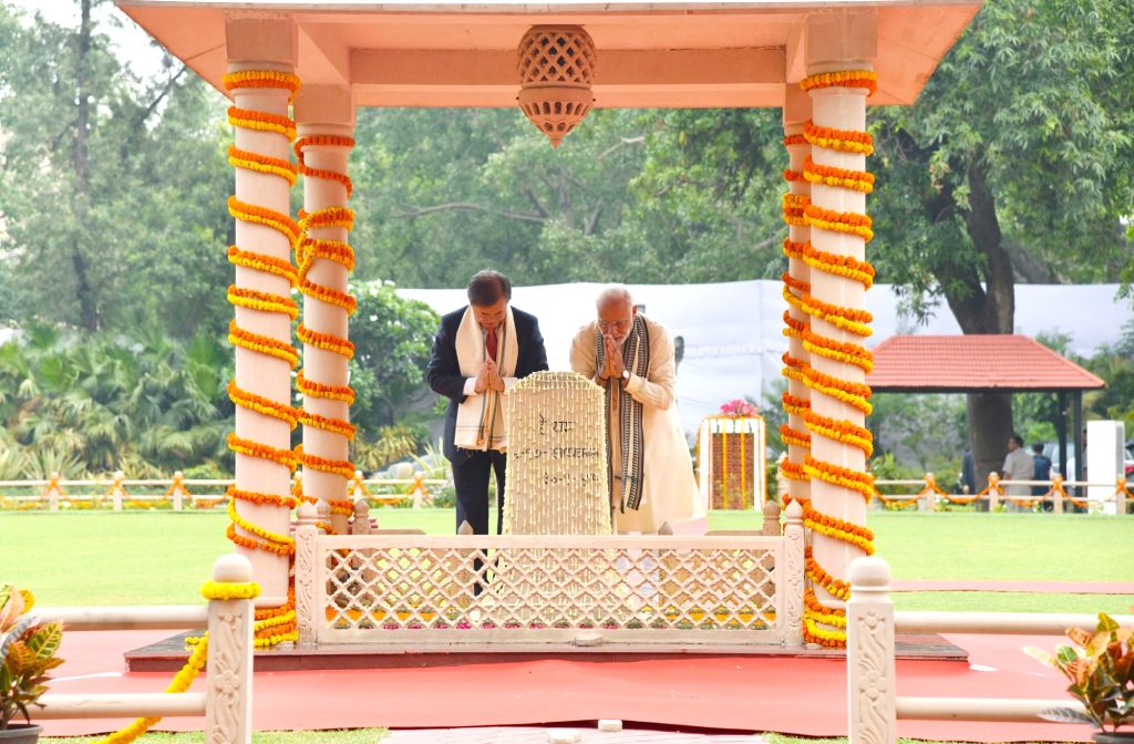 Prime Minister Narendra Modi and South Korean President Moon Jae-in pay tributes at Gandhi Smriti, in New Delhi on July 9, 2018. - Narendra Modi