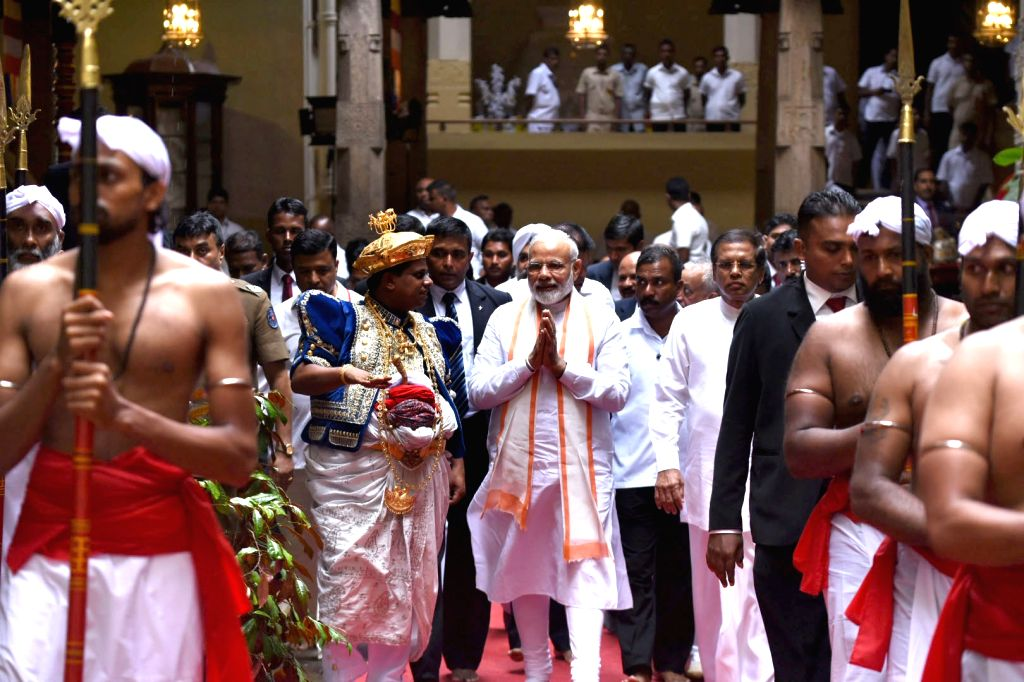Prime Minister Narendra Modi and Sri Lankan President Maithripala Sirisena visit the Sri Dalada Maligawa Temple (The Temple of Sacred Tooth Relic) in Kandy, Sri Lanka on May 12, 2017. - Narendra Modi
